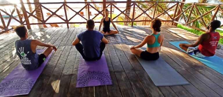 Group yoga class in Puerto Morelos - Ojo de Agua